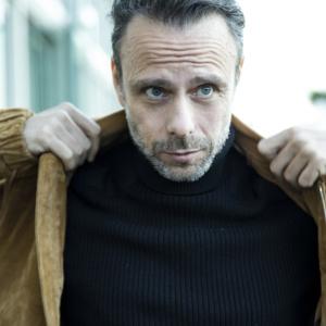 Portrait life style d'un homme à cofluence quartier de Lyon